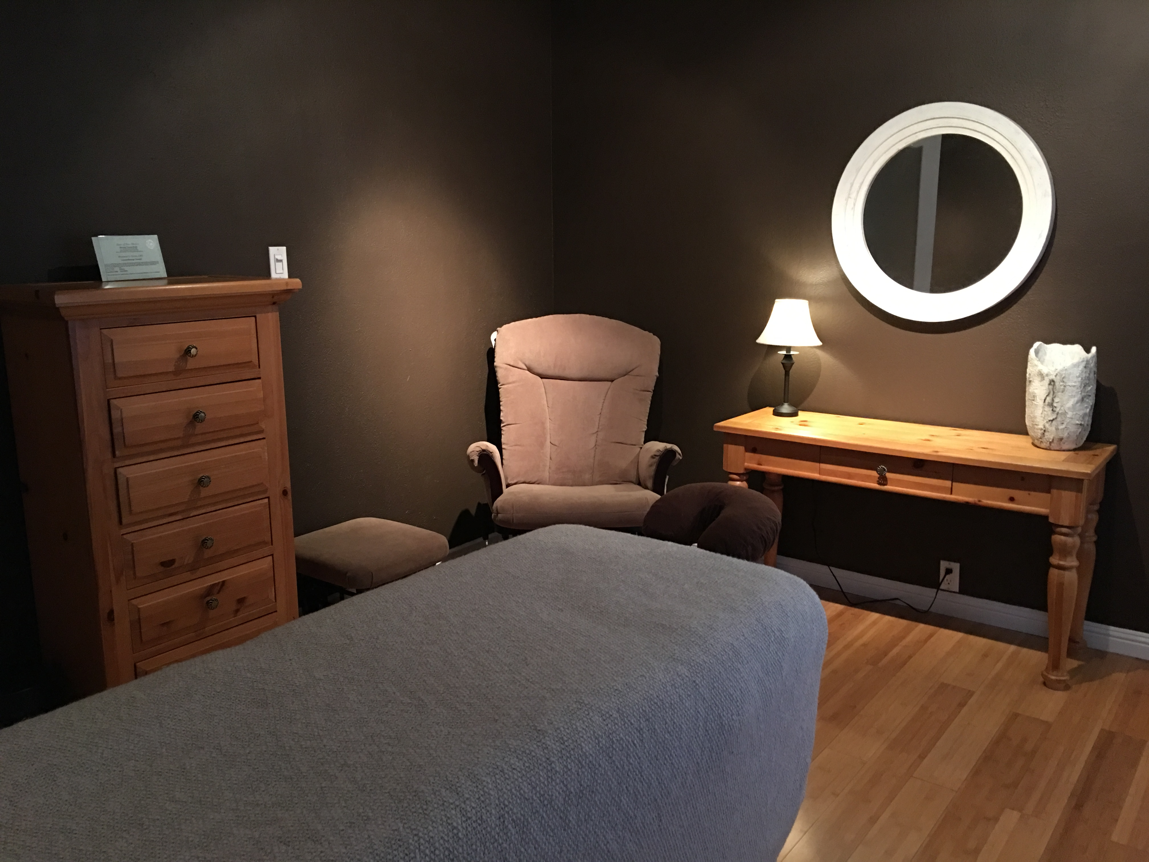 Pain & Swelling Solutions treatment room interior photo